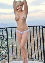 Bonnie Setting Breasts Free Picture 14