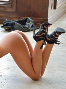 Kaylie Getting Sexy With The Heels Picture 4