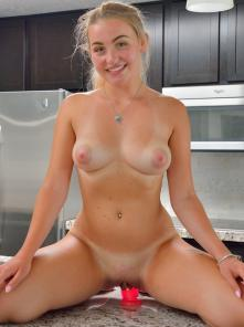 Stella Dildos And Spreads Picture 6